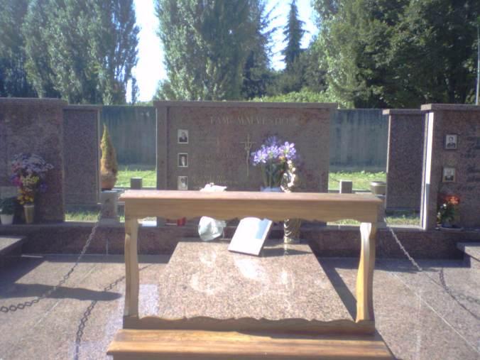 BRIANA (Venezia) - Nel cimitero della piccola frazione dove nacque ora riposa il corpo di padre Anselmo Malvestio.