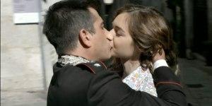 giulio-e-lia-si-baciano