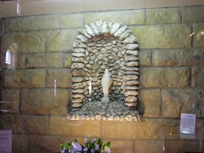 Chiesa-santuario Sant'Agoostino (Civitavecchia, Roma) – La nicchia della chiesa parrocchiale di Borgo Pantano dove si trova la statuina. E' qui che monsignor Girolamo Grillo ha esplicitamente chiesto di essere sepolto. ***