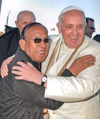 """De origen humilde, el nuevo cardenal boliviano ve """"increíble"""" su nombramiento"""